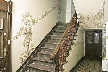 Farbgestaltung treppenhaus farbe  Treppenhaus - Auf Spurensuche hinter Ruß und Farbe | Berliner ...