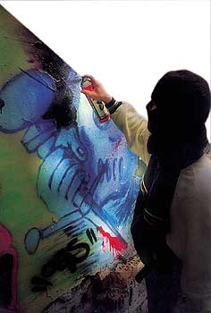 graffitibeseitigung kosten auf mieter umlegbar berliner mieterverein e v. Black Bedroom Furniture Sets. Home Design Ideas