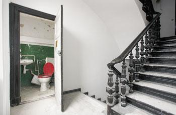 Treppenhaus nach außen verlegen  Außenklo - Stilles Örtchen halbe Treppe | Berliner Mieterverein e.V.