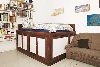 bett mit viel stauraum selber bauen die neuesten innenarchitekturideen. Black Bedroom Furniture Sets. Home Design Ideas