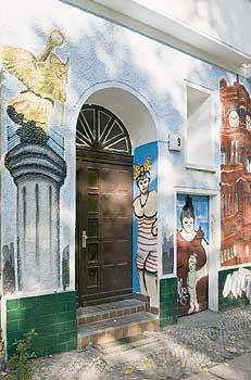 Berlins fassadenbilder spiegeln zeitgeschichte beredte w nde berliner mieterverein e v - Wandmalerei berlin ...