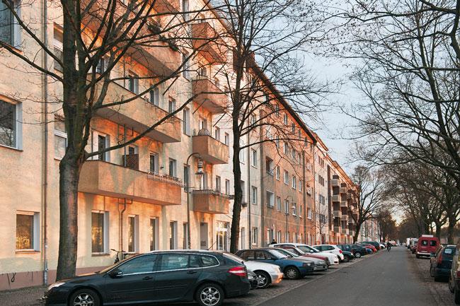 Straße mit Altbauten in Neukölls Norden