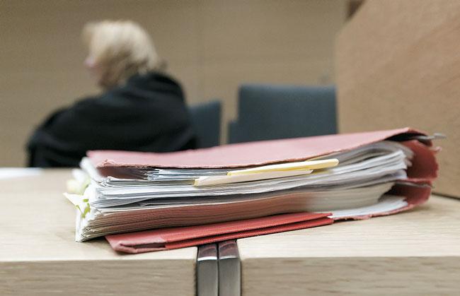 Aktendeckel auf einem Schreibtisch