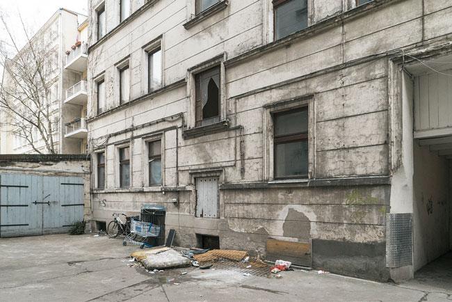 Wir in einem Slum: Hinterhof der Grunewaldtraße 87