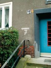 Hinweise auf Luftschutzräume: Luftschutzpfeil (Sellinstraße)