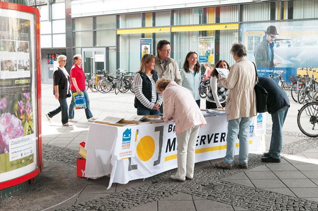 Stand des Berliner Mietervereins zur Unterstützung des Mietenvolksentscheids