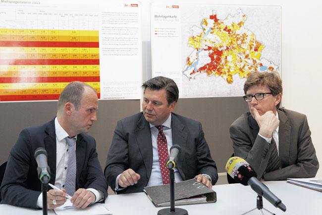 Stadtentwicklungssenator Geisel (Mitte) auf der Pressekonferenz zum Mietspiegel