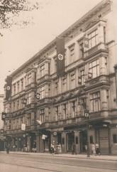 Nazi-Fahnen am Haus während der 1930er Jahre