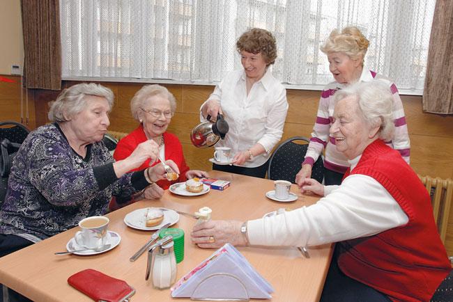 Kaffeekränzchen von Seniorinnen