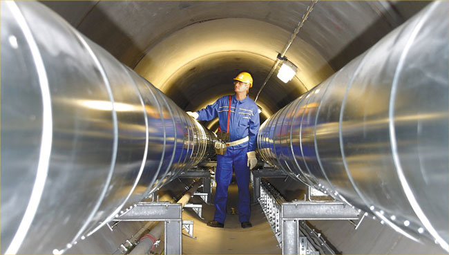 Tunnel mit Fernwärmerohren