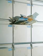 Überquellender Briefkasten