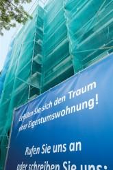 Verpackt in Planen: Horst-Kohl-Straße 15 A in Steglitz