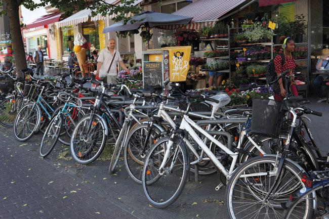Fahrradbügel auf dem Bürgersteig