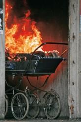 Brennender Kinderwagen