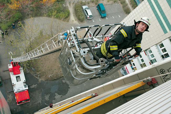 Feuerwehrdrehleiter im Einsatz