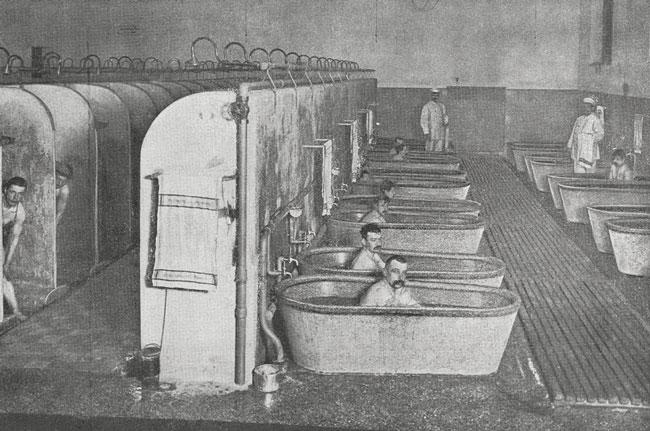 Historische Aufnahme des Badesaals in der Wiesenburg