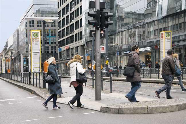 Stufenlos erreichbare Tramhaltestelle in der Friedrichstraße