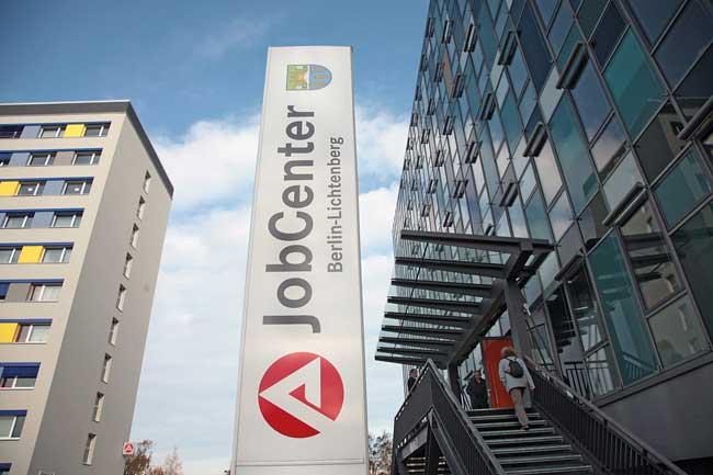 Hinweisschild Jobcenter Lichtenberg