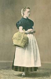 Dienstmädchen mit Weidenkorb