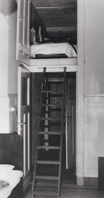 berliner dienstm dchen um 1900 auguste auf dem h ngeboden berliner mieterverein e v. Black Bedroom Furniture Sets. Home Design Ideas