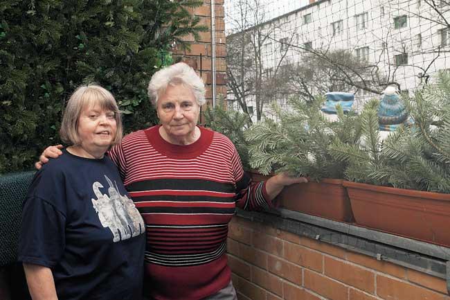 Gisela Voß mit Renate Brandtstäter