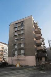 Wohnhaus Babelsberger Straße mit zugemauerten Fenstern