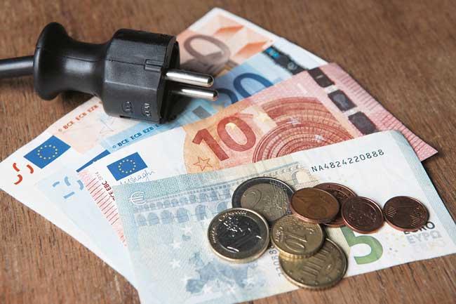 Elektrostecker und Bargeld