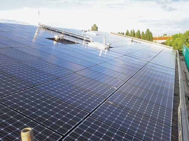 Solarpaneele auf dem Wohnhaus in der Sophienstraße 35