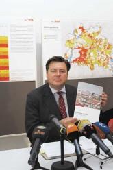 Stadtentwicklungssenator Geisel mit dem Mietspiegel 2015
