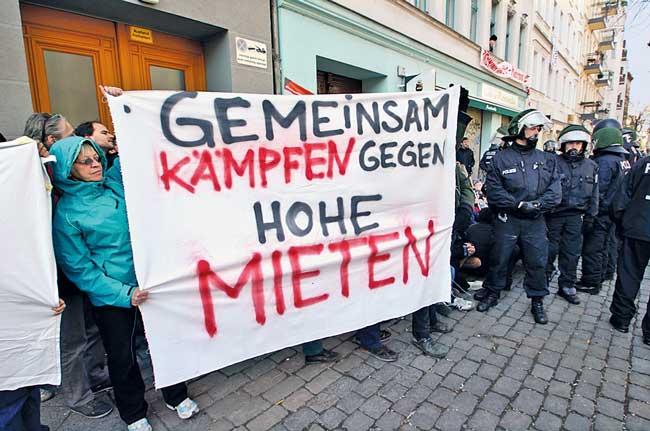 Protestplakat gegen hohe Mieten