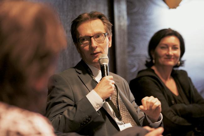 Daniel Fuhrhop bei einer Diskussionsveranstaltung