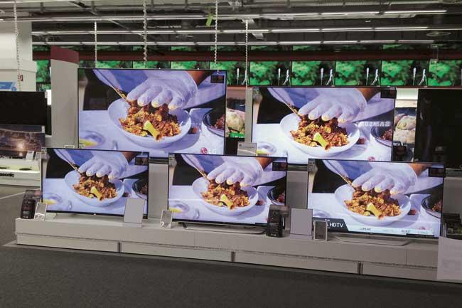Flachbildschirme im Elektronikmarkt
