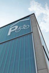 Hinweisschild am Fahrradparkhaus in Bernau