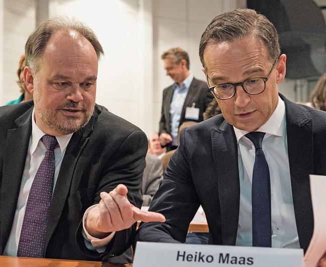 DMB-Direktor Lukas Siebenkotten und Justizminister Heiko Maas