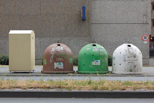 Glascontainer braun, grün, weiß
