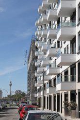 Neubau mit vorgesetzten Balkonen