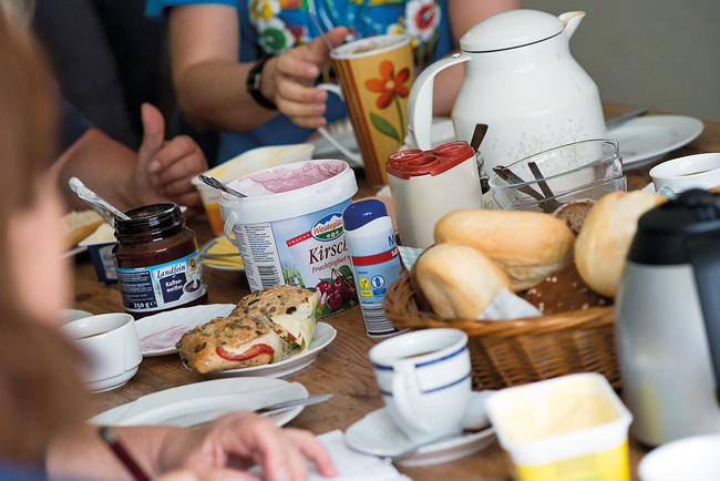 Frühstückstisch in 'Evas Haltestelle'