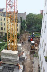 Baustelle für ein neues Quergebäude am Petersburger Platz 8