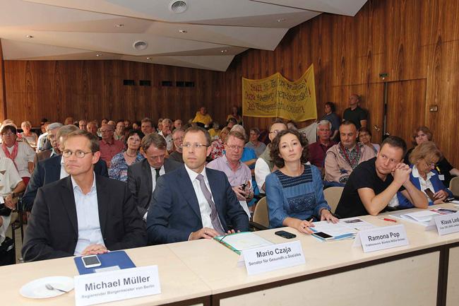 Politiker beim Berliner Sozialgipfel