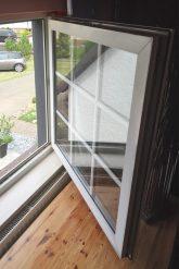 Moderner Fensterflügel mit unechten Sprossen