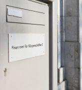 Eingang zum Finanzamt für Körperschaften