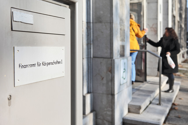 Briefkasten beim Finanzamt für Körperschaften