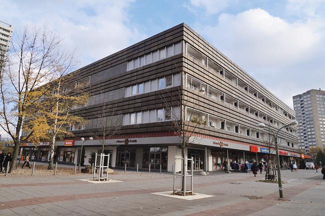 Ehemaliges Kaufhof-Gebäude am Anton-Saefkow-Platz