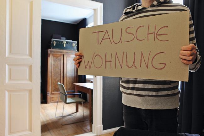 Pappe mit Aufschrift 'Tausche Wohnung'