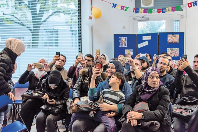 Flüchtlinge bei einer Informationsveranstaltung