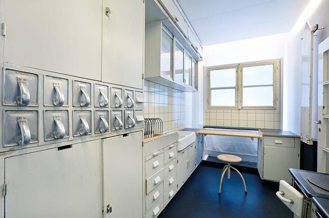die geschichte der einbauk che von der resopalplatte zur st hlernen kochinsel berliner. Black Bedroom Furniture Sets. Home Design Ideas