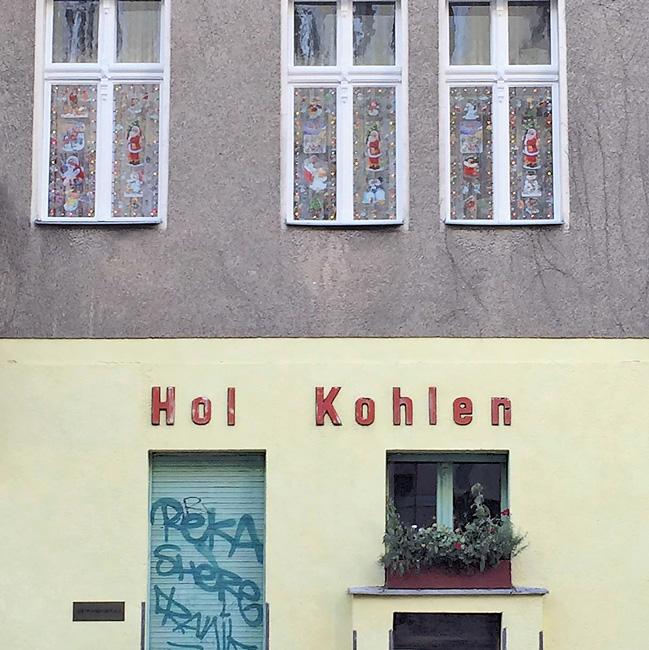 Leserfoto April 2017 - Souterrainwohnung mit der Inschrift 'Hol Kohlen'