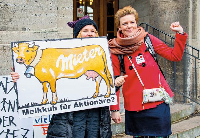 Mieterprotest vor dem Rathaus Treptow-Köpenick