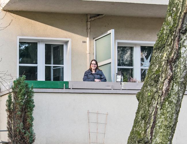 Mieterin in Zehlendorf nach Modernisierungsankündigung
