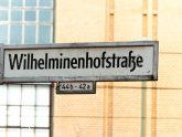 Straßenschild 'Wilhelminenhofstraße'